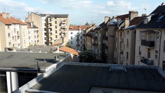 Citotel Cecil Hotel: Vue sur la cour intérieure (depuis le 3eme étage)