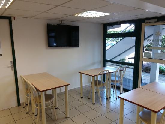 Premiere Classe Henin Beaumont - Noyelles Godault : Salle de petit-déjeuner