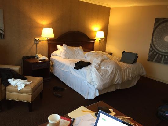Sheraton Pentagon City Hotel: Room - spacious and comfortable