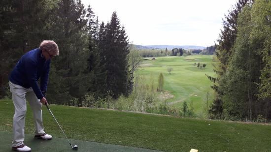 Fagersta, Zweden: The 18th: 383 M, Par 4 HCP 1