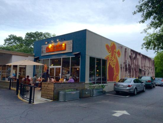 Farm Burger Decatur: Fairly small with tight parking.....