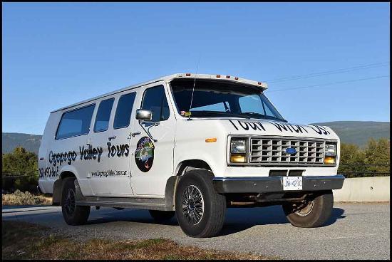 "Summerland, Canadá: Our 14 passenger sightseeing van, ""Olga"""