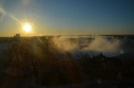Oakes Hotel Overlooking the Falls: Sunrise from our room