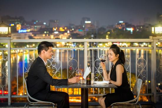 โรงแรมเมย์เดอวิลล์โอลด์ควอเตอร์: Romantic backdrop of the spectacular view, panoramic view of Hanoi City from May De Ville Old Qu