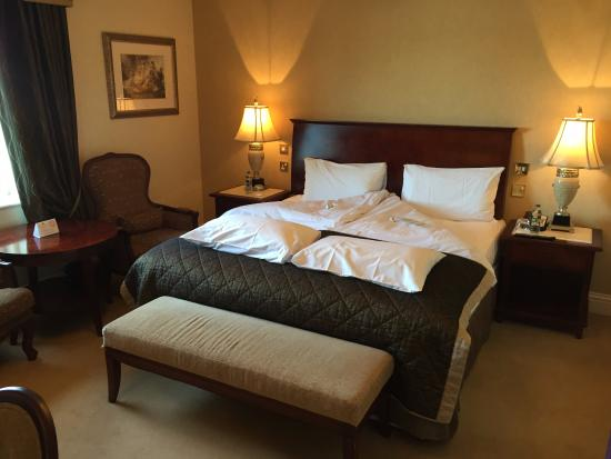 Killenard, Irlanda: King Bed: soft sheets and clean room.