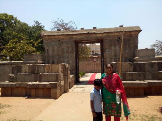 Chittoor, India: temple entrance