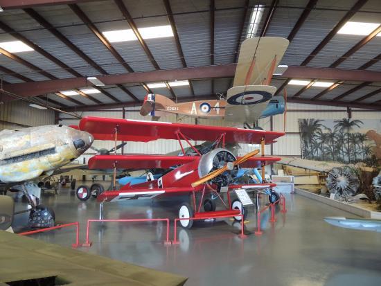 Chino, Калифорния: Old foes - replicas, of course - on display.