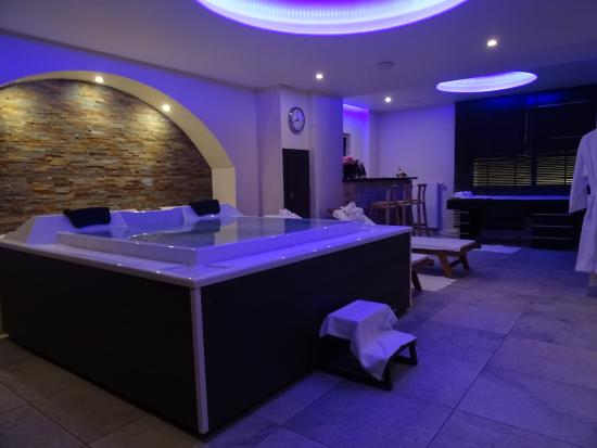 le c t spa du salon jacuzzi sauna et hammam picture of le spa strasbourg tripadvisor. Black Bedroom Furniture Sets. Home Design Ideas