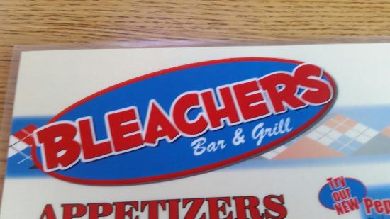 Detroit Lakes, MN: Bleacher's Bar and Grill