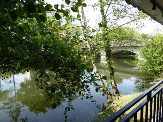 Riberac, Frankrijk: So close to the river, trees, birds - just beautiful