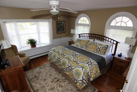 Bourne Bed & Breakfast: First floor King room