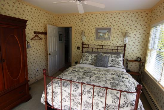 Bourne Bed & Breakfast: First floor Queen Suite bedroom