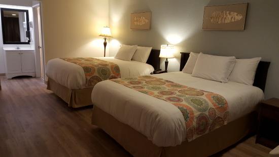 Tricove Inn & Suites