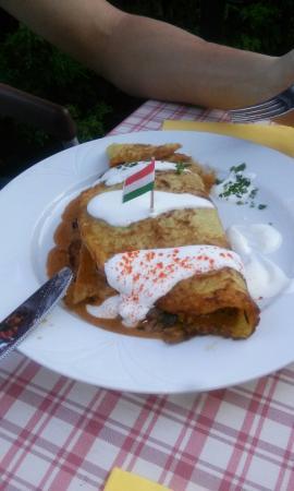 Balatonakali, Ουγγαρία: Balaton parthoz képest barátságos kiszolgálás, két főre egy desszerttel és két vízzel 4500-at fi