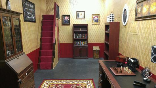 Robinson, TX : Clue Themed Room