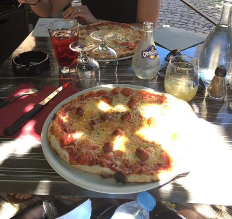 Le Clémenceau : Pizza Le Clemenceau (haut) pizza orientale (bas) DELICIEUSE