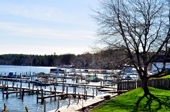Wolfeboro, NH: Worth spending the extra money for the Yacht Club- this view was amazing!