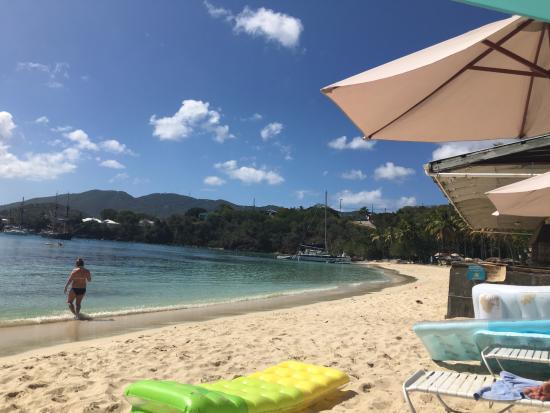Water Island, Saint Thomas: The beach is so clean and beautiful!