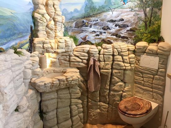 Struppen, Deutschland: Toilette mit Waschbecken aus Sandstein