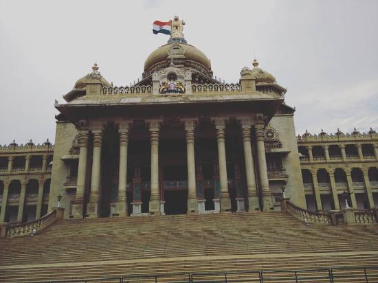 Vidhana Soudha and Attara Kacheri: Indian flag fluttering in the breeze and a picture taken at the right moment