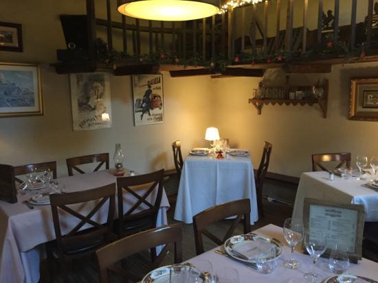 Llivia, Spania: El comedor d ella planta superior, muy mejorado