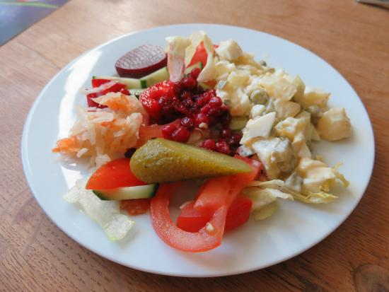 Haeska, Estonia: Remember to request dinner. It's a home-cooked meal. - Great salad options.