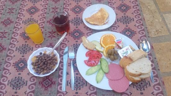 Artemis Hotel : A delicious wholesome turkish breakfast