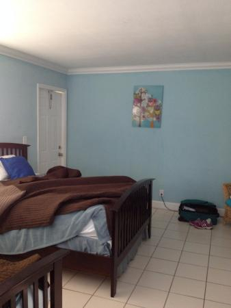 Harbor Beach Inn: Two comfortable double beds.
