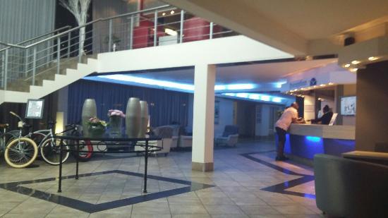 โรงแรมเคปทาวน์ ริทซ์: 20160419_190558_large.jpg