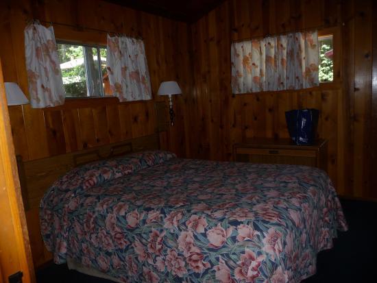 Merrybrook Lodge: Queen bed in main bedroom