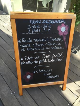 Cafe Fleurs: Wonderful location