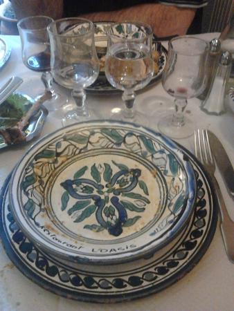 Parthenay, Frankreich: service de table authentique Tunisien