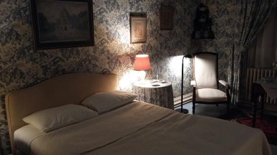 """Larcay, ฝรั่งเศส: Vue de la chambre """"aux oiseaux"""""""