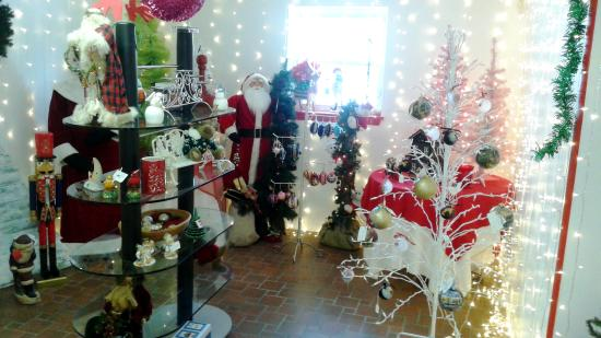 Parrot's Cove Mall: Year Round Christmas Room!