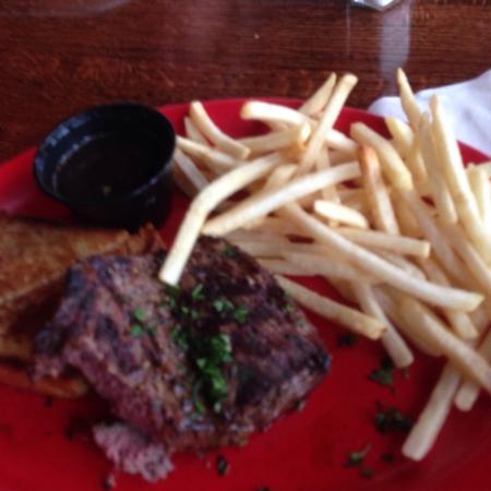 Prescott, WI: Great service and love the food.We have never had bad anything here.love the blues