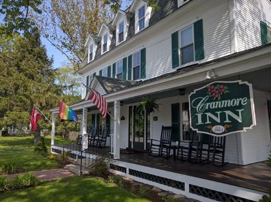 Cranmore Inn: Front view of the inn