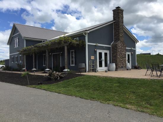 Christiansburg, VA: White Barrel Winery