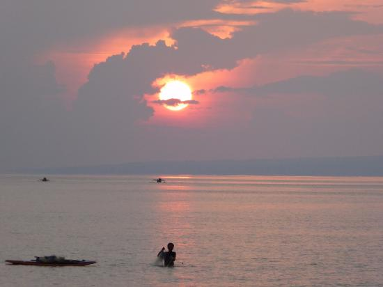 Eden Cottages: Sunrise on Gili T