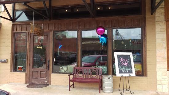 Clifton, TX: Front Entrance