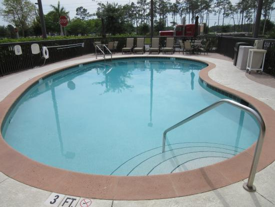 Fairfield Inn & Suites by Marriott Naples: hotel pool
