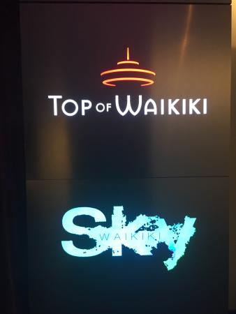 SKY Waikiki: I went to Sky roof top bar und club, only, not the restaurant. A strict dress code is required a