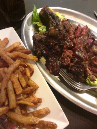 cote de bœuf pour 2 accompagnée de frites maison.