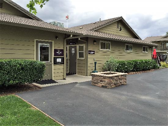 Heritage RV Park: Club House and Laundry