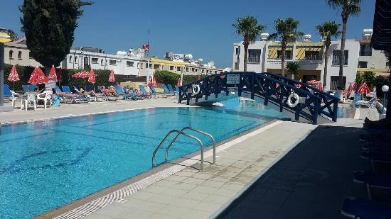 Kefalonitis Hotel Apts.: 20160519_103341_large.jpg