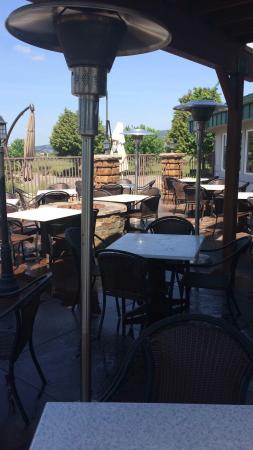 Liberty Lake, WA: Great patio for summer dining