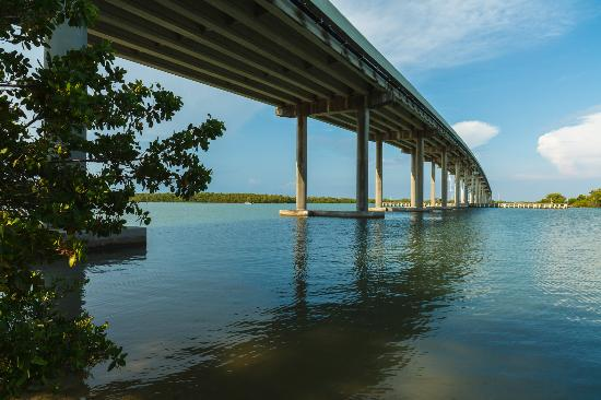 Olde Marco Island Inn and Suites : Marco Island Jollee Bridge