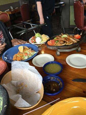 la senorita: Steak fajitas