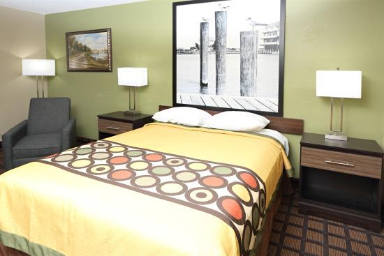 Super 8 Chesapeake : 1 Queen Bed