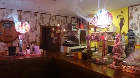 Colino's bar