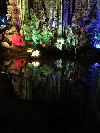 Yangzhou, Çin: A reflective image inside Silver caves